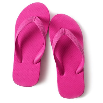 Sandales flip flop rose isolés sur fond blanc