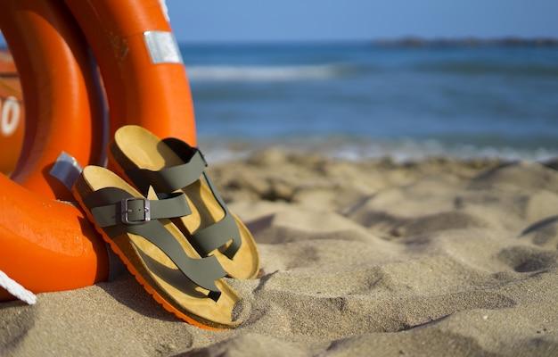 Sandales modernes pour hommes au style estival pour les vacances à la plage