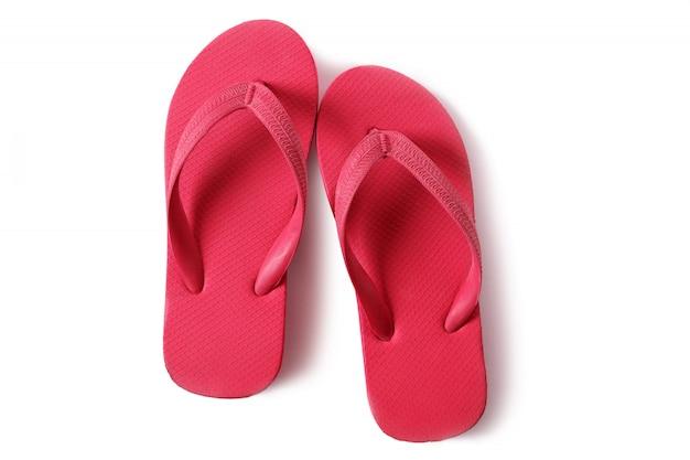 Sandales de plage flipflops rouges isolés sur fond blanc