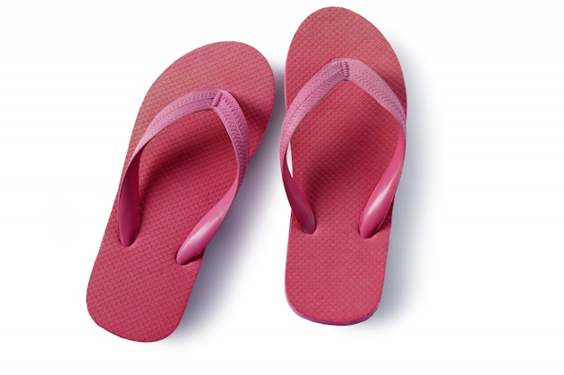 Sandales de plage de tongs rouges isolés sur fond blanc