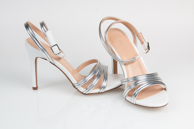 Sandales pour femmes isolés sur un blanc