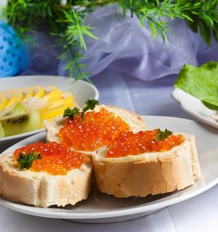 Sandwich au caviar rouge