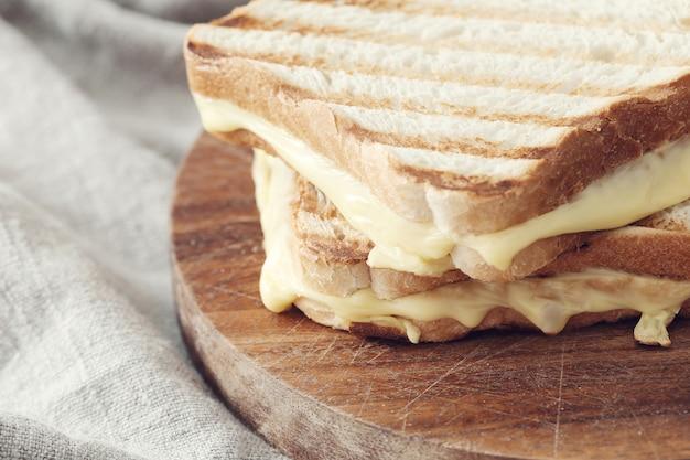 Sandwich au fromage fondu