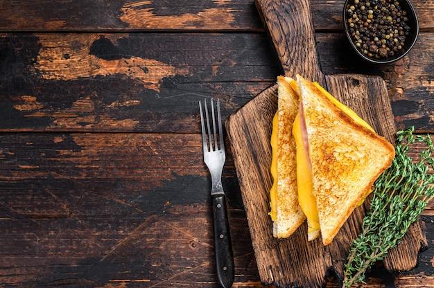 Sandwich au jambon frit et fromage fondu