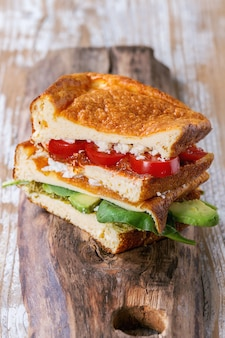 Sandwich au pain faible en glucides