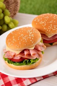 Sandwich au pamplemousse et sandwich au fromage