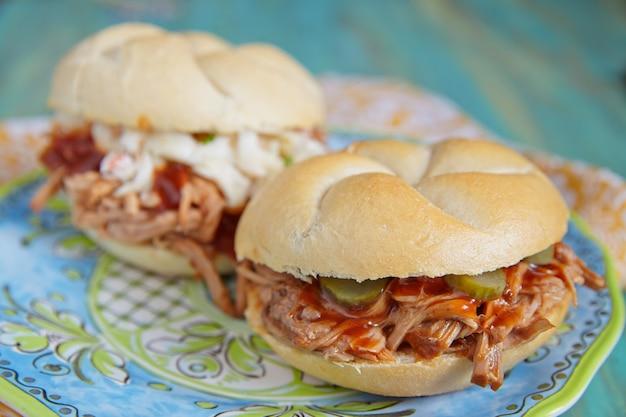 Sandwich au porc effiloché au barbecue