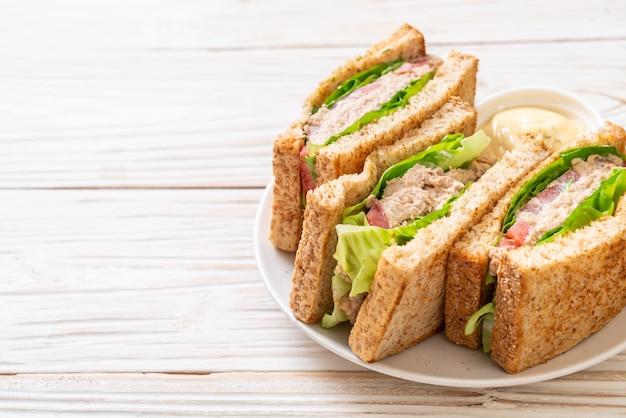Sandwich au thon sur bois | Télécharger des Photos gratuitement