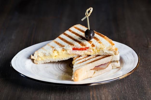 Sandwich frit de pain de blé blanc
