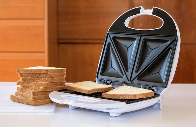 Sandwich grille-pain toast tranche de pain frire biscuit frit
