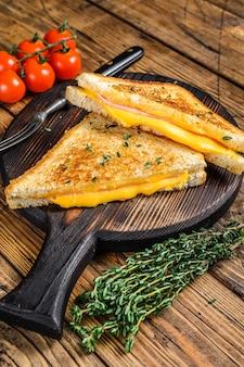Sandwich jambon américain et fromage fondu