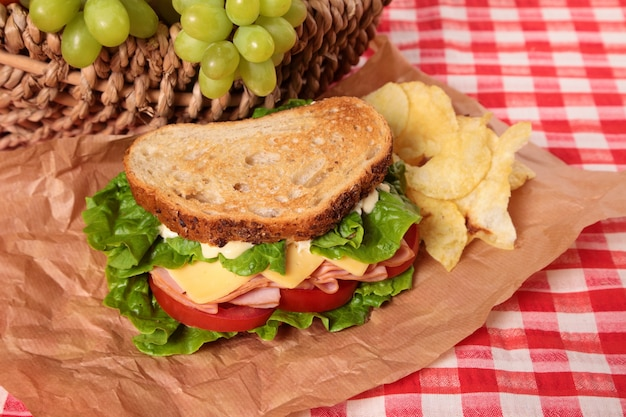 Sandwich à jambon et fromage à piquenique
