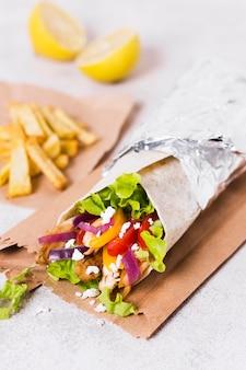 Sandwich kebab arabe vue haute nourriture