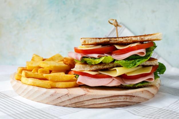 Sandwich de légumes au fromage