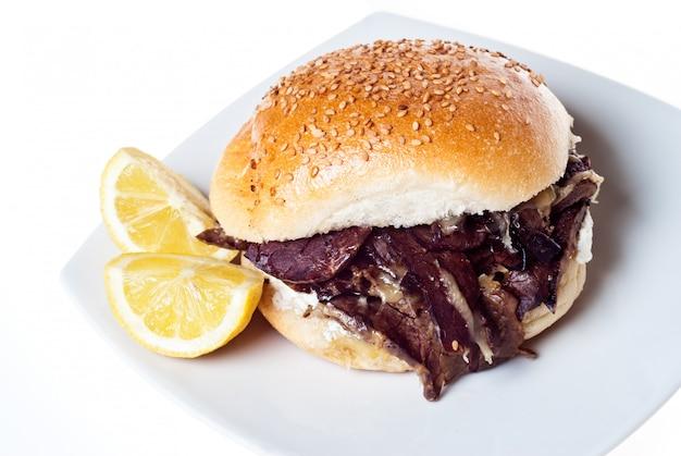 Sandwich à la rate. nourriture de rue de palerme