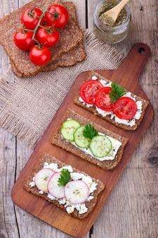 Sandwich végétarien aux légumes