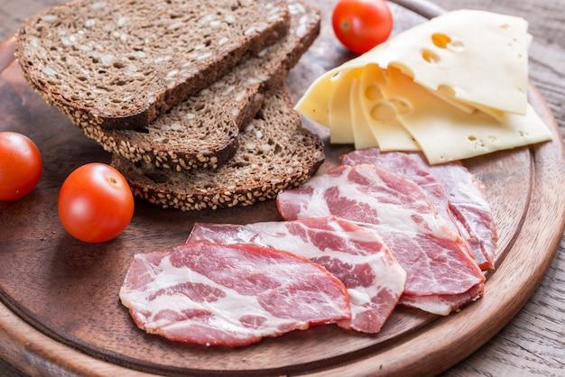 Sandwiches au jambon et au fromage