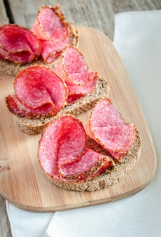 Sandwiches au salami italien