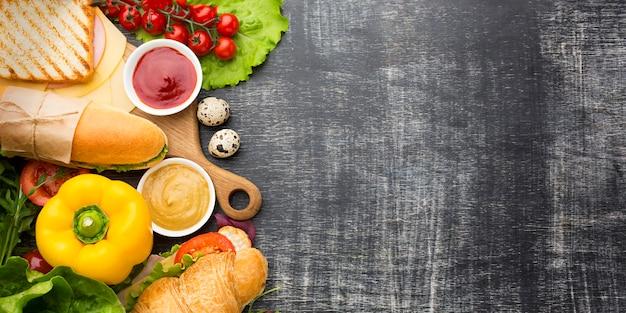 Sandwiches et ingrédients copient l'espace