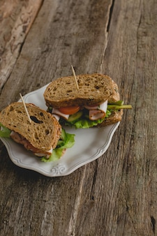 Sandwiches sur la table
