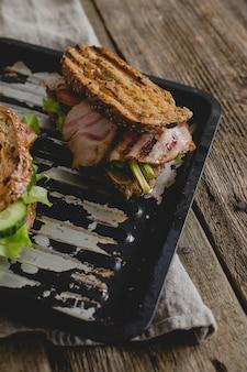 Sandwiches sur la table