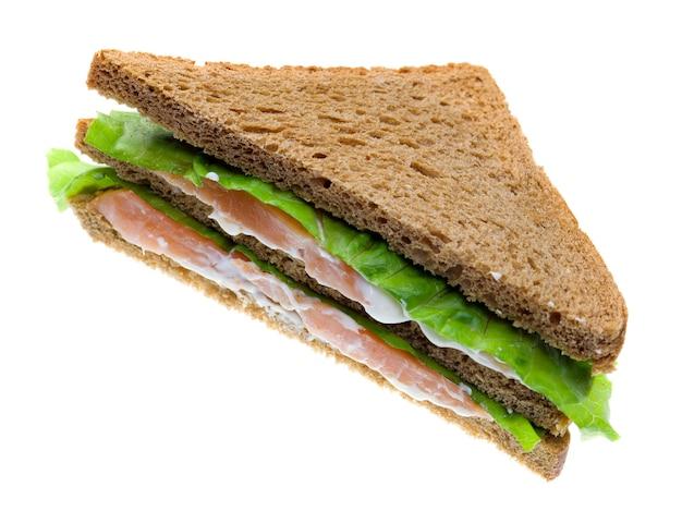 Sandwichs au saumon. isolé sur fond blanc.