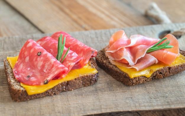 Sandwichs espagnols avec salchichon et jamon