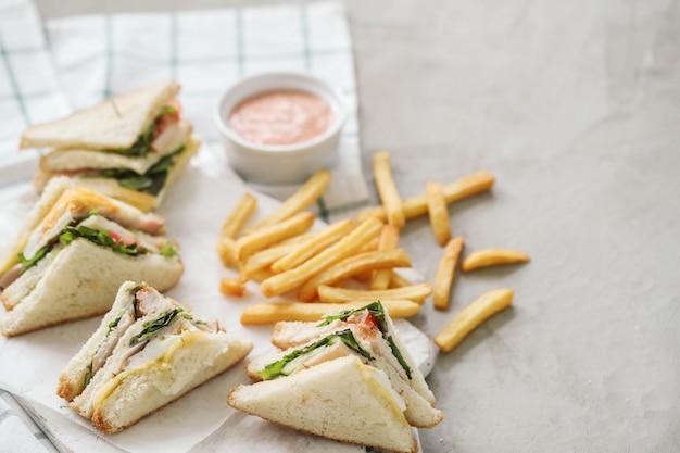 Sandwichs avec frites