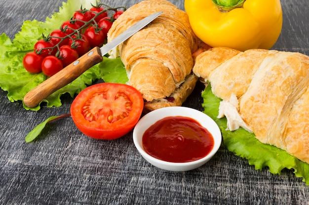 Sandwichs gourmets faits maison se bouchent