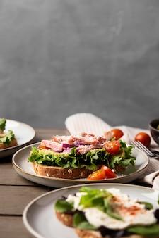 Sandwichs sains avec de la laitue