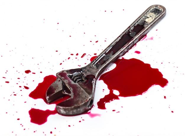 Sang et outil de la clé
