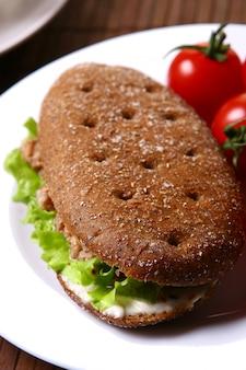 Sanswich frais au thon et légumes