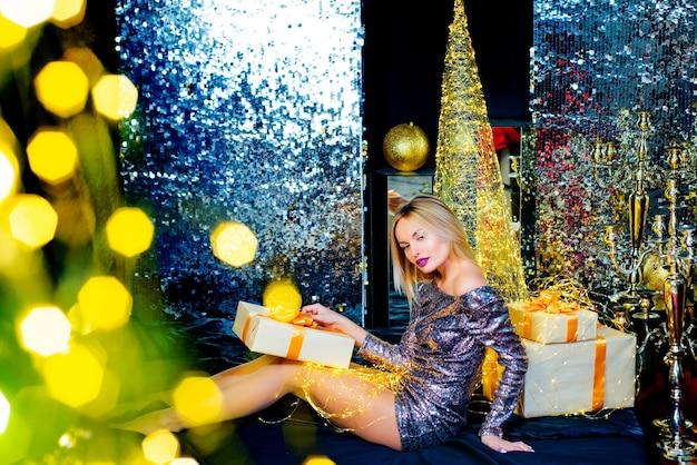 Santa femme joyeux noël et bonne année vacances