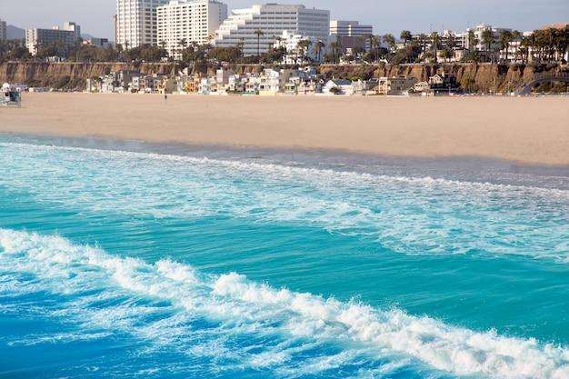 Santa monica vue sur la plage depuis la jetée en californie