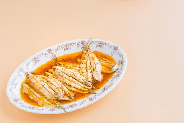 Sardines marinées typique tapa en bonne santé d'espagne