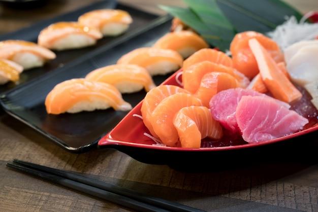 Sashimi salmon tuna hamachi crevettes et surf set calm