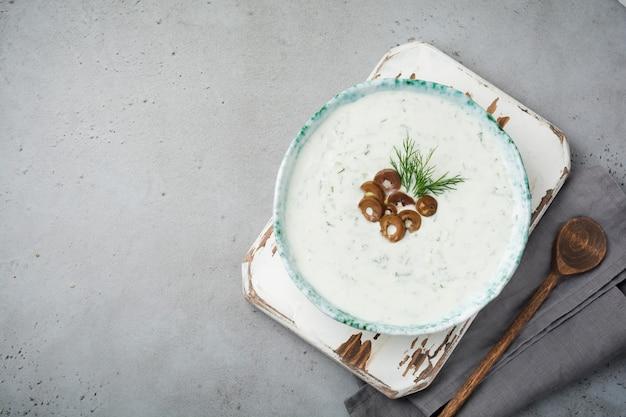 Sauce grecque traditionnelle tzatziki