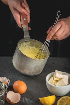 Sauce hollandaise coocking