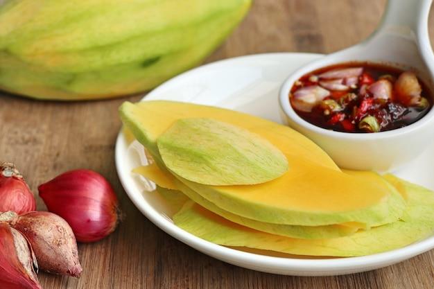 Sauce à la mangue et au poisson