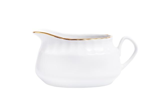 Sauce en porcelaine blanche, isolé