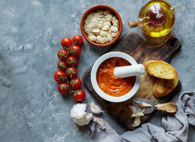 Sauce romesco, typique de la catalogne, en espagne.