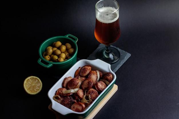 Saucisse allemande aux olives et bière artisanale