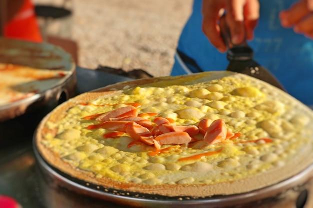 Saucisse crêpe à street food