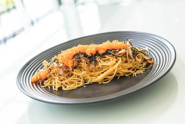 Saucisse japonaise aux spaghettis avec tobiko