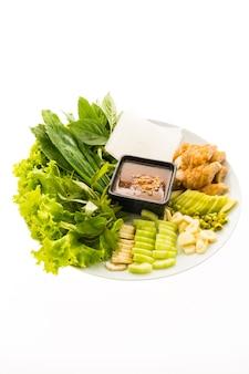 Saucisse de porc vietnamienne et salade