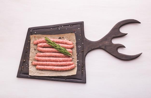 Saucisse de viande de cheval crue traditionnelle, vue du dessus
