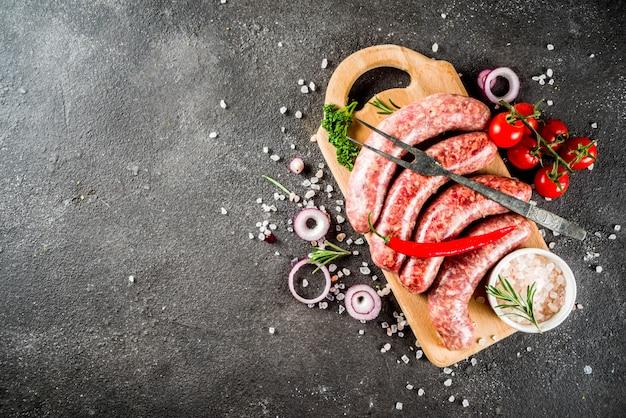 Saucisses de boeuf et de porc pour les grillades au barbecue