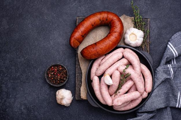 Saucisses crues non cuites pour grillées