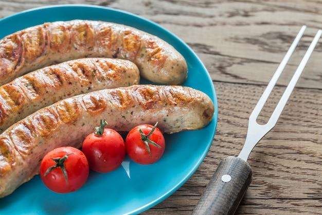 Saucisses grillées aux tomates cerises