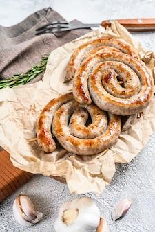 Saucisses grillées en spirale de porc allemand traditionnel